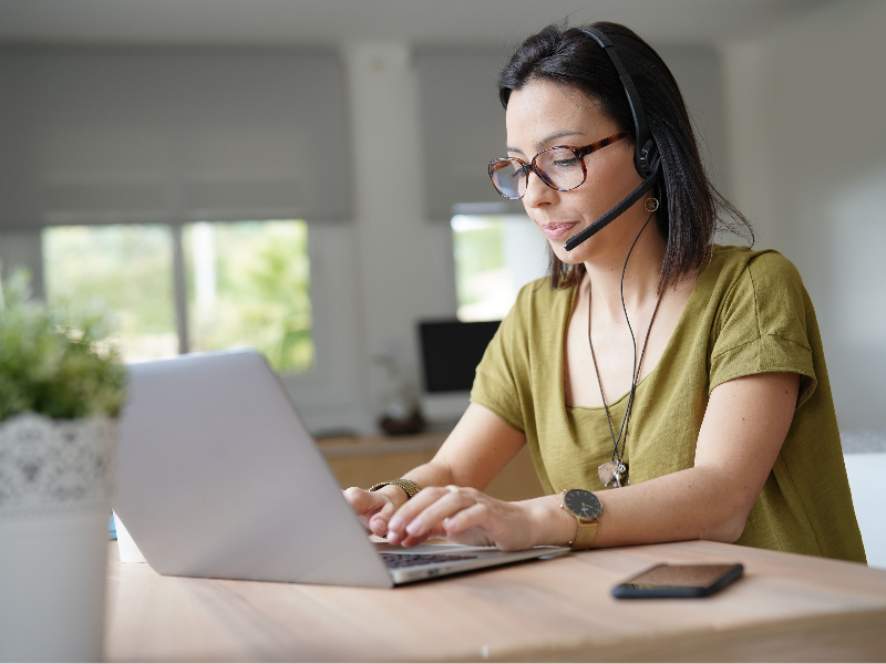 Woman working remotely featured image (2)